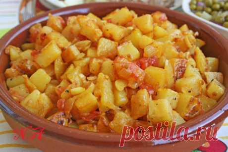 Картофель из духовки с луком и помидорами