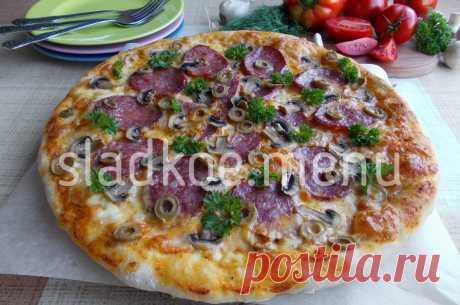 Итальянская пицца от Винченцо Барба Настоящая итальянская пицца. Тонкий хрустящий корж, мягкая сочная начинка, сыр тянется и тает во рту.  Тесто для пиццы: 10гр. свежих дрожжей 300мл тёплой воды из фильтра 500гр. муки тв сортов 1 ч. ложка соли 10гр. оливкового масла(Extra Virgin) Из такого количества ингредиентов получается две тонких пиццы диаметром 32см.
