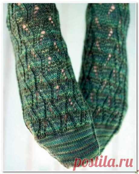 Вяжем изумрудные носочки