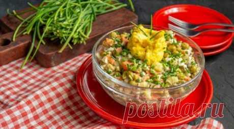 Простой рыбный салат с сайрой: легко приготовить всего за 30 минут - Бабушкин Рецепт Простой рыбный салат с сайрой легко приготовить меньше чем за полчаса, даже если у вас нет в запасе отваренных в мундире овощей. В этом рецепте расскажу, как быстро отварить морковь и картофель для салата. Думаю, способ пригодится и для традиционного оливье. Такой способ варки овощей используют, когда нужно приготовить не только вкусную, но и красивую […]