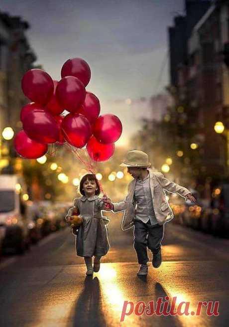 Самая большая драгоценность на земле – это люди, которые тебя любят Их нельзя купить, их нельзя ничем заменить и их не так много у каждого из нас.