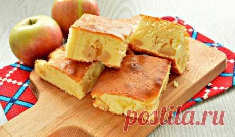 Печём ароматный домашний пирог: заливная лимонная шарлотка с кусочками яблок | Noteru.com