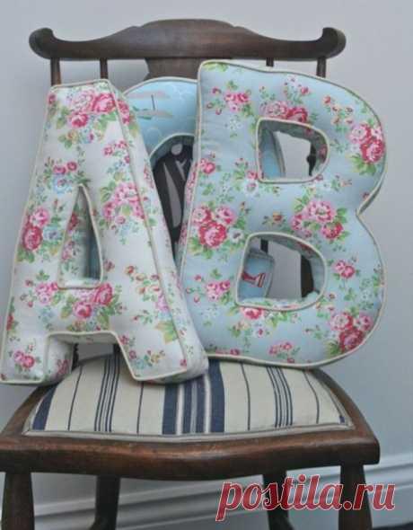 Шьем декоративные фетровые подушки - буквы. Идеи и шаблоны