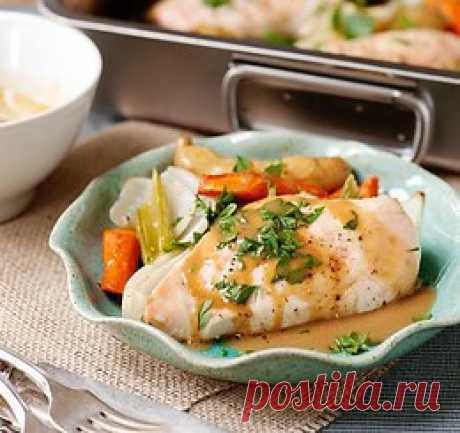 Куриная грудка с овощами  Ингредиенты:  Куриная грудка — 4 шт. Луковица — 1–2 шт. Чеснок — 4–6 зубчиков Стебель сельдерея — 4 шт. Морковь — 4–6 Штук Картофель — 8–15 шт. (в зависимости от размера) Оли...