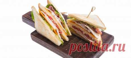 Клаб-сэндвич. Видеорецепт Хлеб поджарить в тостере или духовке до румяной корочки.