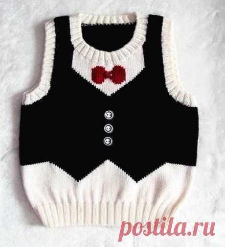 Детский жилет спицами и пуловер-фрак с бабочкой