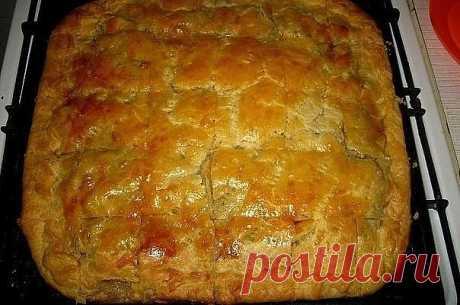 Как же давно я искала именно этот рецепт! Всего 15 минут: заливной мясной  пирог. Этот сытный пирог просто обожают мужчины! Не останется ни кусочка!   Ингредиенты  2 яйца  0.5 ч. ложка соли  1 стакан муки  1 стакан кефира  0.5 ч. ложка соды  300 гр фарша  2-3 луковицы, порезать кубиками  соль, перец — по вкусу   Способ приготовления  1. Кефир перемешиваем с содой и оставляем минут на 5.  2. Затем добавляем остальные ингредиенты и хорошо перемешиваем.  3. Фарш смешиваем с л...
