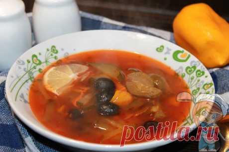Овощная солянка без мяса, рецепт советского постного вкусного супа Овощная солянка - многокомпонентная, с ярким вкусом, порадует вегетарианцев и тех, кто соблюдает пост. Блюдо низкокалорийное и полезное. Пошаговый рецепт
