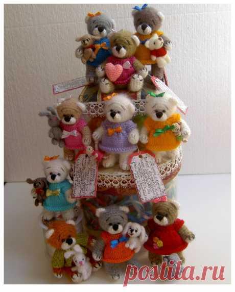 Вязаные игрушки-амигурушки Кофточки и платья