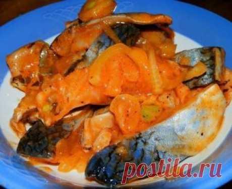 """Селедка """"ХЕ"""" - обалденно вкусно  Нам потребуется: сельдь св. мороженная 3 шт  морковь 3 шт лук репчатый 2 шт чеснок 2 зубчика уксус 9% 200 мл соль 1 ч.л масло растительное 2 ст.л соевый соус 4 ст.л кунжут 2 ст.л Селёдку разморозить, почистить от костей и нарезать на кусочки. Залить селёдку уксусом и оставить на 30 минут. Лук нарезать полукольцами, морковь натереть на тёрке для корейской моркови. Чеснок почистить и пропустить через пресс. Слить с селёдки уксус (можно откину..."""