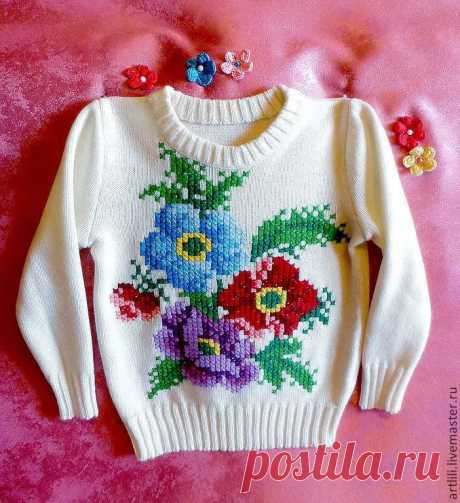 вышиваем на вязаном изделии для детей.