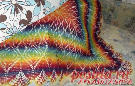 Треугольная шаль из радуги