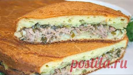 El pastel de aspic con el pez y las patatas, la receta del test sabroso sobre la crema agria