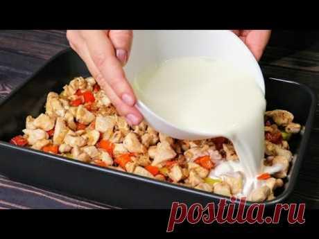 Выкладываю все сверху картошки и в духовку! Ужин, который я готовлю очень часто!