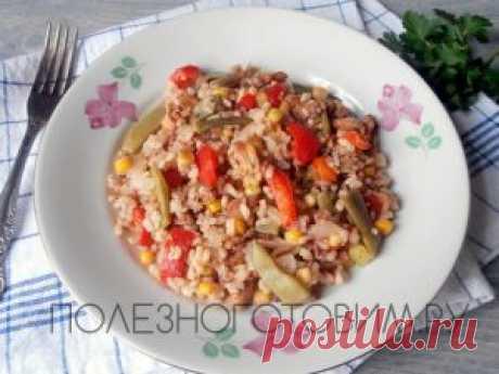 Рис с грибами и овощами (рецепт постного блюда) Рис с грибами и овощами - вкусное, сытное и сбалансированное постное блюдо. Можно менять состав овощей и специй. Это рецепт здорового питания.