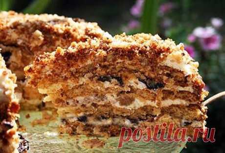 Сметанник с черносливом!!!   Пирог просто тает во рту! Просто, быстро и ОЧЕНЬ ВКУСНО!   Ингредиенты:  коржи:  3 яйца  1 банан  2/3 ст. сахара  чуть меньше 1 ст. муки  200 мл йогурта/простокваши/кефира  1 ч.л. соды   Крем:  300 мл жирной, густой сметаны  сахар по вкусу (я брала пол стакана)  мелко нарезанный чернослив   Приготовление:  Смешать все ингредиентs для теста и выпечь 2 коржа (при температуре 180-190 градусов около 15-20 минут). Готовность прове...