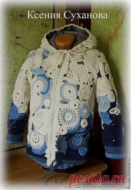 Теплая осенняя куртка с подкладом на синтепоне.