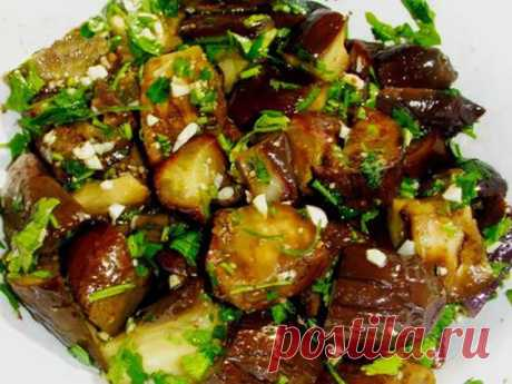 Very tasty snack from an eggplant. Eggplants are pickled with addition of garlic and hot pepper, the snack turns out juicy, saturated, ostrenky, well will approach various dishes, especially meat. Ingredients: