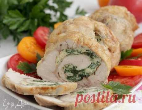 Рулет из курицы со шпинатом. Ингредиенты: курица тушка, яйца куриные, шпинат свежий