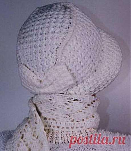 Шляпка-капор и шарф, вязаные крючком.