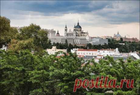 Фотобродилки: Мадрид, Испания (23 фото)  Мадрид. Большой, помпезный, мощный. Настоящая столица. С грандиозной Гран-Виа и множеством интереснейших зданий. На мой взгляд незаслуженно забытый по сравнению с Барселоной, хотя может все дело в то…