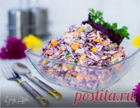 Салат «Коул Слоу». Ингредиенты: капуста белокочанная, капуста краснокочанная, морковь