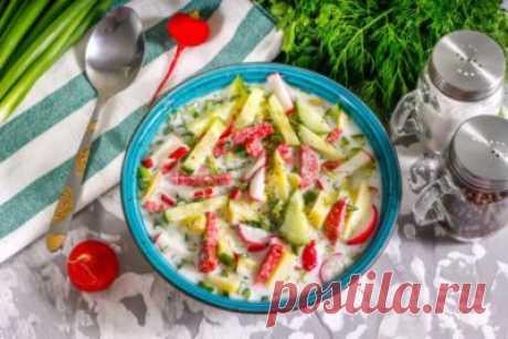 Окрошка с редиской Состав окрошки может быть очень разным. Чаще всего в нее входят свежие огурцы и зеленый лук, другая зелень, однако и они присутствуют в традиционном русском холодном супе не всегда. Для сытности в популярное блюдо кладут картошку, яйца, колбасу или мясо, реже – рыбу и морепродукты...
