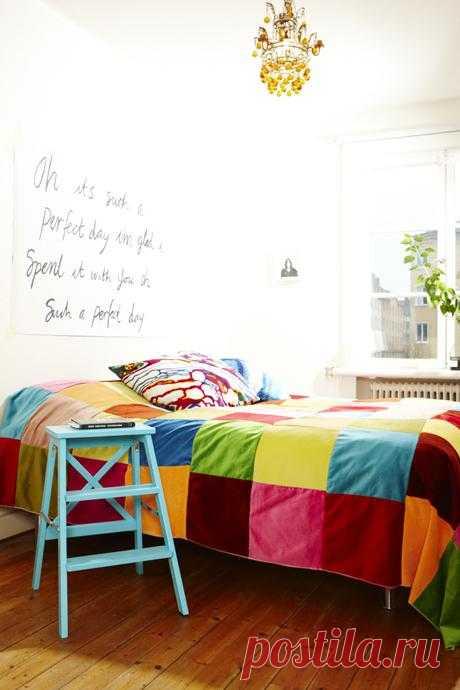 Вставай! Умывайся! Завтракай!  Вы  и ваш ребенок можете что угодно написать на плакате и повесить его над кроватью ребенка. Каждое утро он будет просыпаться и вспоминать, что ему следует сделать.