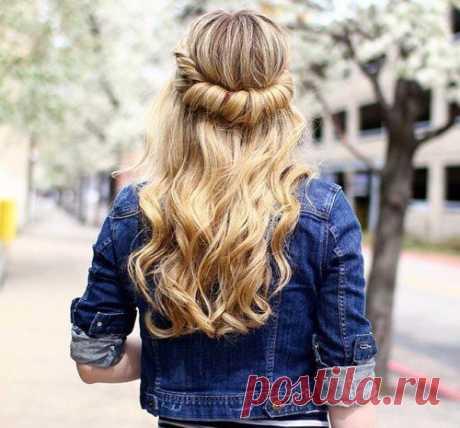 Простая и красивая причёска