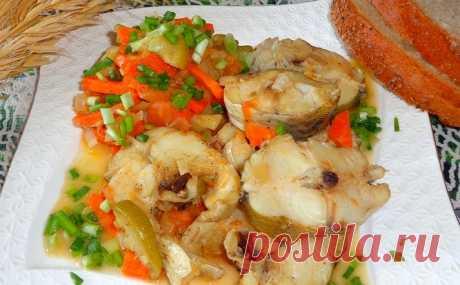 Минтай с картошкой и помидорами