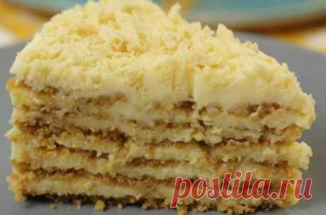 Потрясающий пломбирный торт без выпечки и печенья. Торт – прекрасный вариант десерта. Но как иногда не хочется что-то печь и долго готовить. Если это ваш случай, попробуйте пломбирный торт. Выпекать его не придется. Ингредиенты для крема: яйца 2 шт; сахар 150 г; сметана 20-процентной жирности 500 г; ванильный сахар 1 пакетик; крахмал кукурузный 2 ст