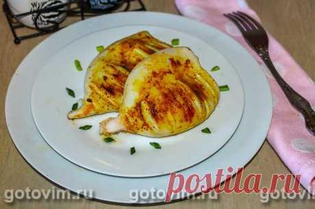 Жареные кальмары на гриле (или сковороде). Рецепт с фото Способов приготовления кальмаров множество. Этот рецепт жареных кальмаров подходит как для гриля, так и для сковороды. Как обычно, тушки очищают от пленки, промывают, удаляют хорду, а затем натирают ароматным сливочным маслом с добавлением сладкой паприки, куркумы, пряных трав и соли. Для приготовления в домашних условиях удобнее покупать потрошенных замороженных кальмаров, но можно купить небольших свежих кальмаров с щупальцами.