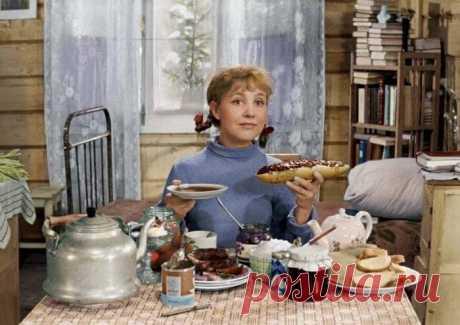 Почему в СССР был дефицит колбасы? Вы хотите в СССР? Там ведь не было колбасы и были унижающие человеческое достоинство очереди? А вы когда-нибудь задумывались над тем, почему не было колбасы и существовал реальный дефицит?
