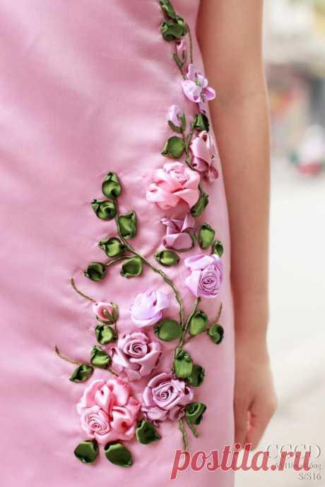 Очаровательная цветочная вышивка лентами — 20 удачных идей декора одежды и сумок | Краше Всех