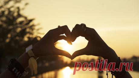 7 идей про любовь и отношения, о которых стоит задуматься Известный британский коуч Найджел Камберленд учит людей добиваться целей по всему миру — в Гонконге, Будапеште, Сантьяго, Шанхае, Дубае и других городах. В своей книге «Не жалей ни о чем» ( он собрал 100 правил успешных людей, и часть из них посвящена отношениям. И это неудивительно, ведь любовь — один из самых важных аспектов нашей жизни, и именно она помогает нам крепко стоять на ногах и двигаться вперед. Рассказываем о правилах,…