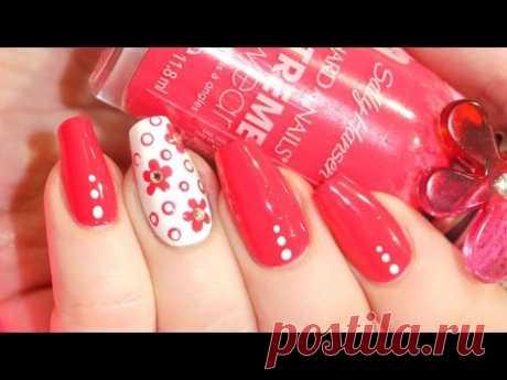 Simple manicure - florets dotsy