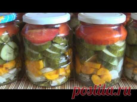 La ensalada de rezanyh de los pepinos y los tomates para el invierno