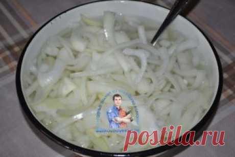 Как замариновать лук для салата вкусно. 5 рецептов + бонус и видео рецепты  Маринуем лук просто и быстро. Как замариновать лук для салата(мимоза, шуба и др.), для шашлыка, с уксусом и без. Как замариновать красный лук.