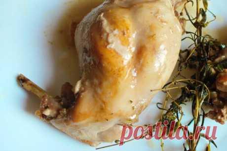 Как приготовить кролика, что бы не был сухим - Вкусно с Любовью - медиаплатформа МирТесен Чтобы он не был сухим. Привет!:) Кролик – блюдо исключительно диетическое за счет того, что жира в большинстве пород кроликов нет в принципе. И поэтому кролика многие не любят за его сухость. Но кролик – это вовсе не сухое мясо, и готовится он очень просто. А при добавлении некоторых трав мясо