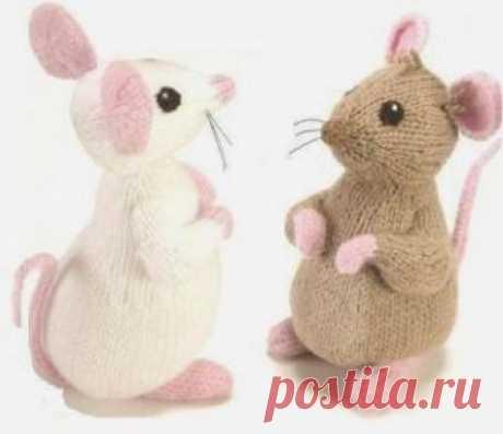 Как связать спицами простую игрушку - мышку, бесплатное описание,  Вязаные игрушки Дизайнер Алан Дарт. Размер игрушки - 20 см. Такую игрушку можно связать для ролевых игр ребенку, ведь столько историй и сказок, в которых присутствует