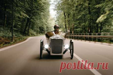 Beautiful velomobile from Lithuania inspired by hotrods | Recumbent.news Evaldas Virketis is a Lithuanian photographer and his homebuilt velomobile inspired by hotrods comes from the land of dreams.