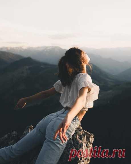 СИЛА ДАЁТСЯ НА ДЕЛО Красота и здоровье  СИЛА ДАЁТСЯ НА ДЕЛО В человеке скрыт колоссальный резерв внутренней мощи, но многие нас никогда к нему даже не прикоснутся. Известно, что все держится на энергии. Наш жизненный тон…