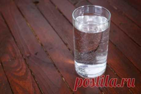 По совету сeстры, начала ставить стакан с соленой водой, около кровати. Уже через сутки получила фантастический результат. | Шопоголик | Яндекс Дзен