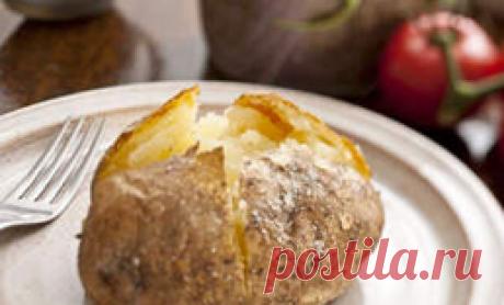 Минутные блюда из микроволновки: запекли картофель вкуснее чем в духовке