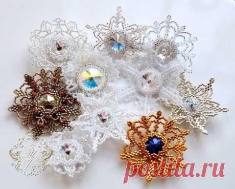 Плетение красивой новогодней броши
