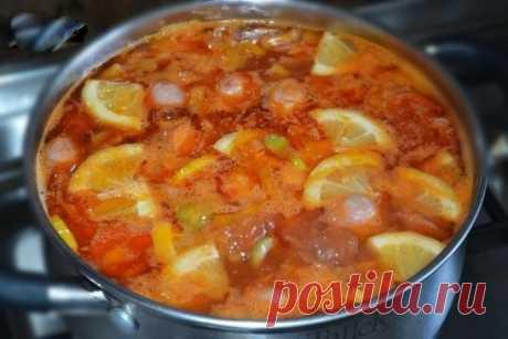 Суп - солянка Пошаговый рецепт — очень простой рецепт. Его приготовление занимает минимум времени и сил. Кроме того, в качестве мясного компонента можно использовать то, что есть под рукой: сосиски, сардельки, колбасу различных сортов, говядину или свинину.