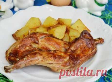"""Как приготовить кролика чтобы мясо было мягким и сочным 18 вкусных и полезных рецептов Как состряпать нежнейшее кушанье из крольчатины? Какие кулинарные изыски можно постичь с помощью мяса кроля? Как вообще готовить ушастого? Еще со времен советского """"Фитиля"""" общеизвестно, что кроликов характеризуют две полезности — ценность меха и легкая усвояемость, а также диетичность. Кроме очевидной легкости и протеиновой насыщенности мясо кроликов еще и очень вкусное. По достоинству ..."""
