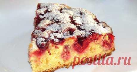Идеальный десерт для вечерних посиделок с друзьями: венский пирог с вишней.