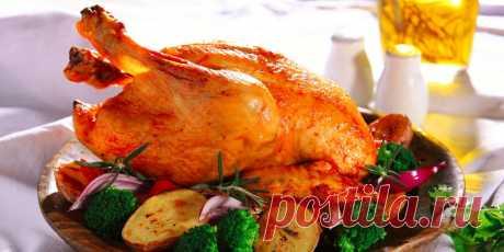 10 кулинарных лайфхаков с курицей, которые заставят вас подумать: «Чёрт, как же вкусно!» Простые советы помогут быстро измельчить куриную грудку, правильно замариновать мясо и приготовить хрустящие крылышки.