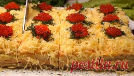Закусочный селедочный торт на вафельных коржах  Хотите удивить гостей? Тогда этот рецепт именно то, что вам нужно Закусочный селедочный торт на вафельных коржах – это настоящее украшение вашего праздничного стола. Стоит приготовить его только один…